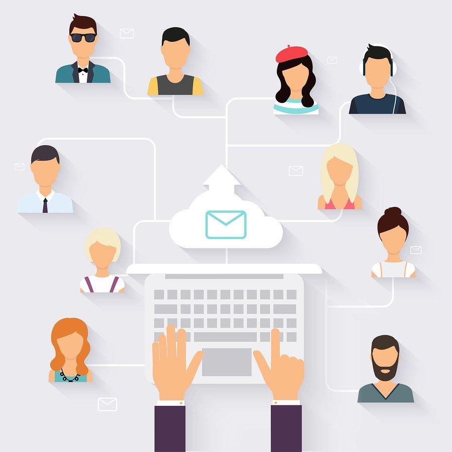 איור של מייל ממחשב אחד נשלח למספר אנשים שונים